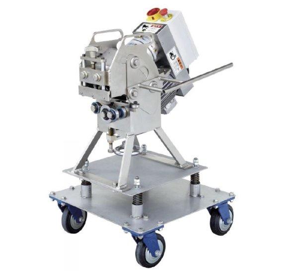 Self-propelled chamfering machine